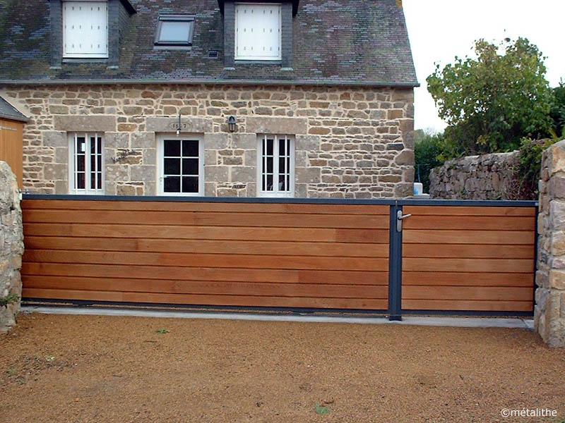 portail plein métal et bois