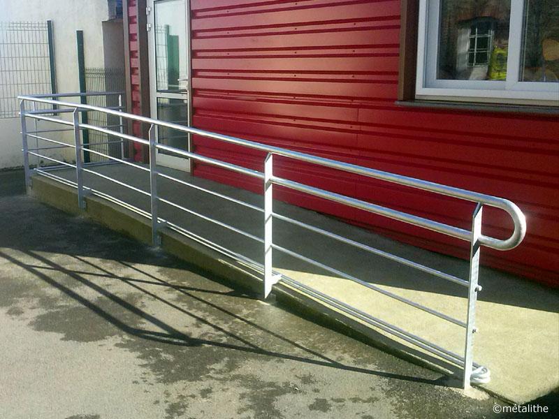 rampe d'accès PMR